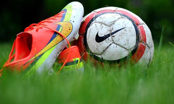 Όταν το ποδόσφαιρο σε «χτυπάει» κατακέφαλα και βλέπεις…. αστεράκια! (vid)