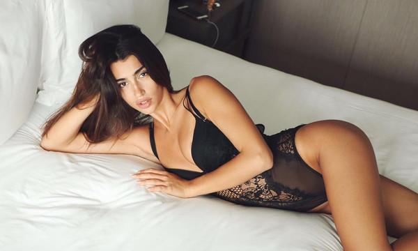 Ελληνίδα κολάζει topless το Instagram!