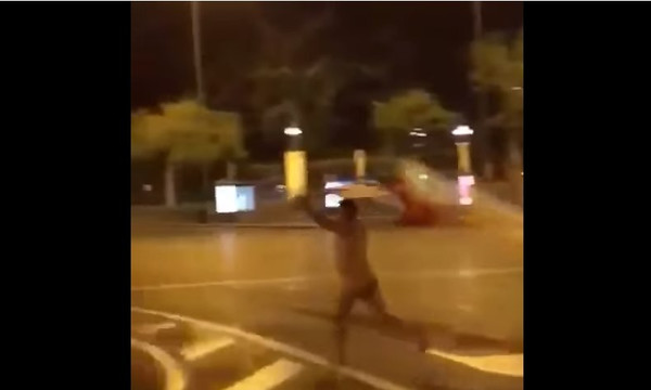 Τρελός! Περουβιανός τα πέταξε… όλα και πανηγυρίζει για το Μουντιάλ! (video)