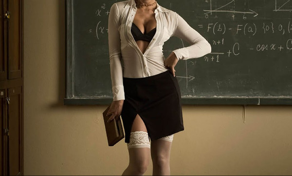 Παντρεμένη δασκάλα «απειλούσε» μαθητές με σεξ για καλούς βαθμούς! (photos+video)