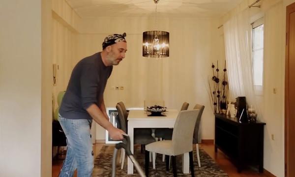 Τρελό γέλιο: Άντρας είσαι, ΜΗΝ ΠΡΟΣΠΟΙΕΙΣΑΙ! (video)