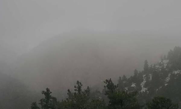 Χιονίζει ΤΩΡΑ στην Πάρνηθα - Δείτε LIVE εικόνα
