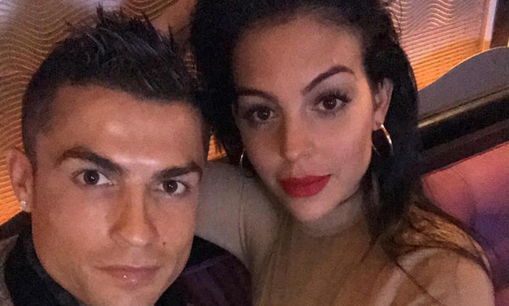 Δείτε για πρώτη φορά την κούκλα κόρη του Cristiano Ronaldo (photos)
