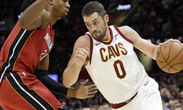NBA: Ο Λοβ διέλυσε τους Χιτ