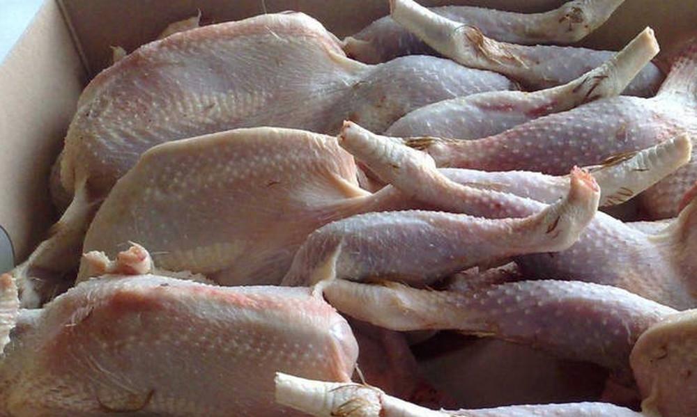 Προσοχή: Κατασχέθηκαν ακατάλληλα ψάρια και κοτόπουλα σε αποθήκη στον Πειραιά