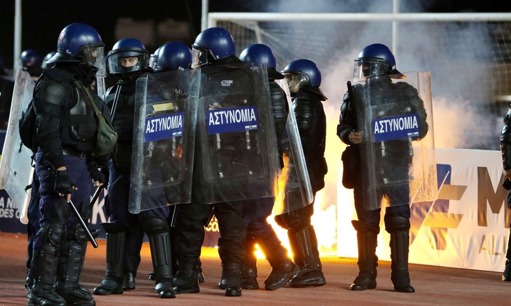Κύπρος: Σύλληψη 17χρονου για τα επεισόδια στο ΑΕΛ - ΑΠΟΕΛ (photos)