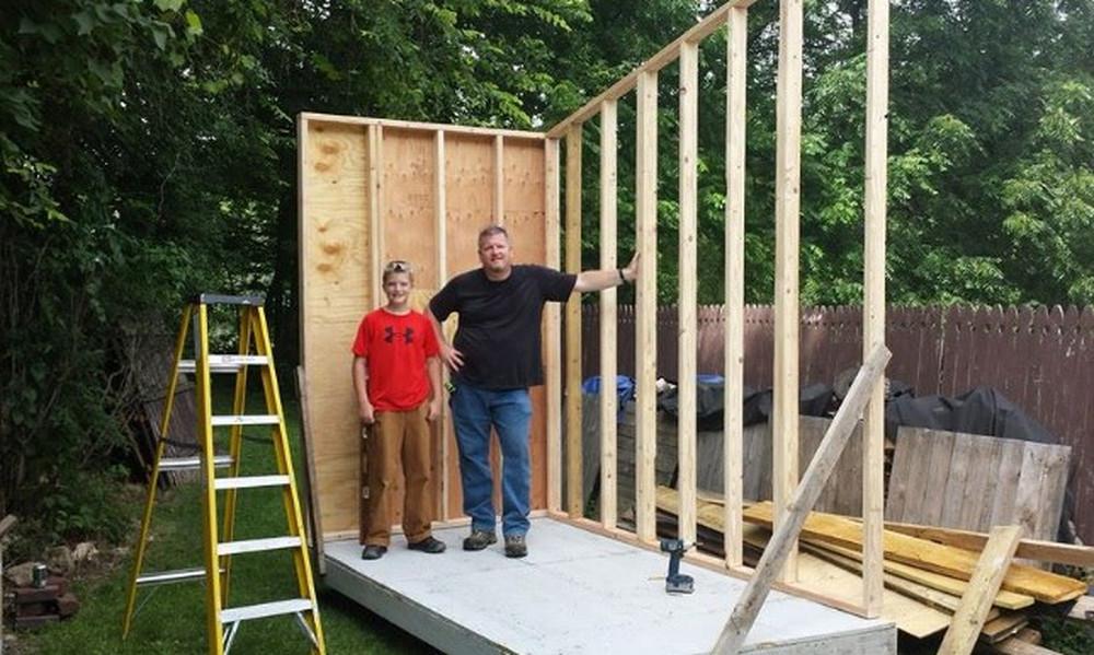 Θα σκάσετε από τη ζήλια σας! 13χρονος έχτισε σπίτι με 1.500€ (photos+video)