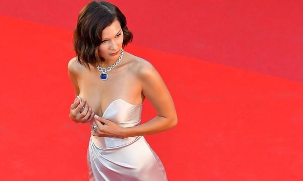 Μας «έκοψε» την ανάσα! Οι 10 φορές που η Bella Hadid κυκλοφόρησε γυμνή!
