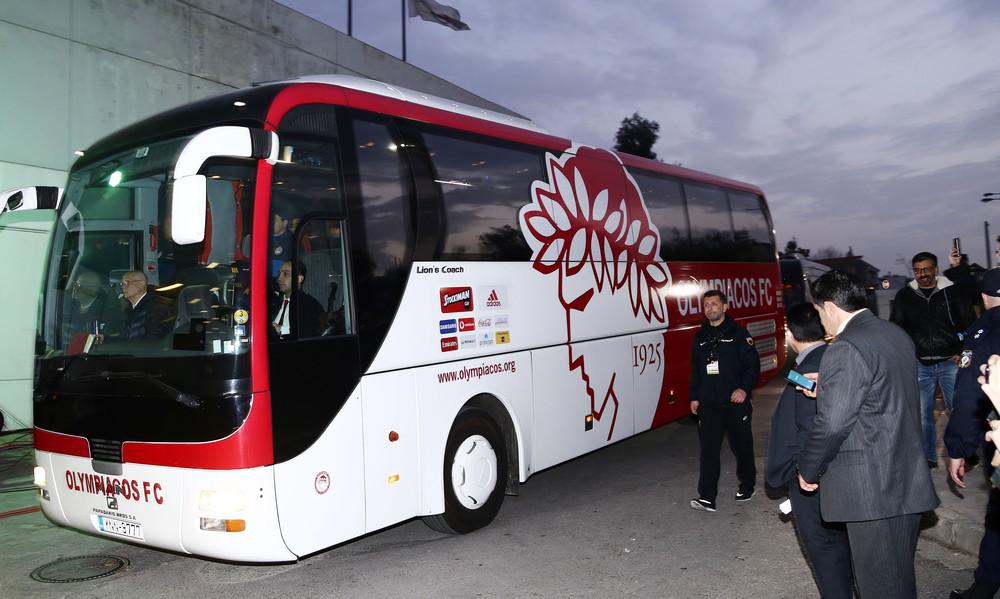 Οπαδοί του Ολυμπιακού στο Ρέντη: Κράξιμο και έντονες αποδοκιμασίες!